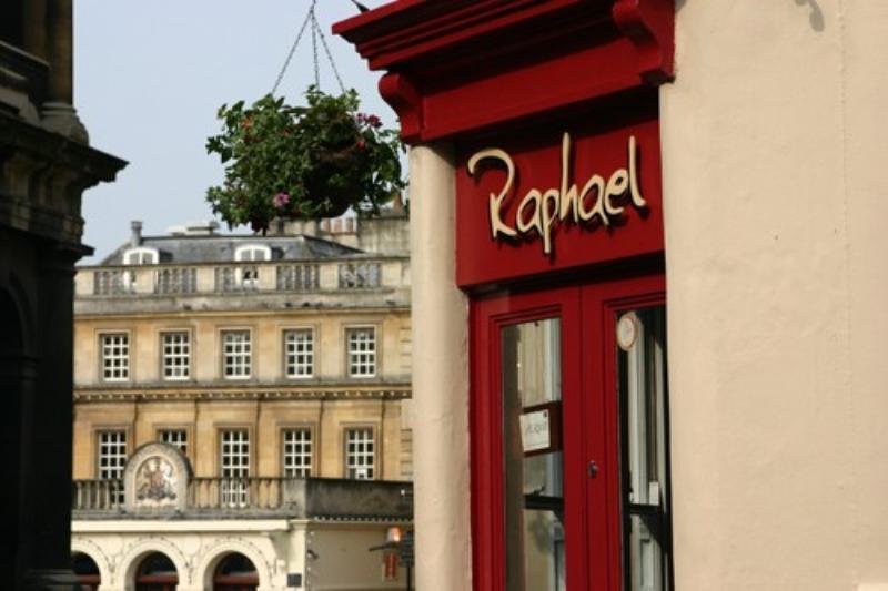 Raphael Bar & Restaurant