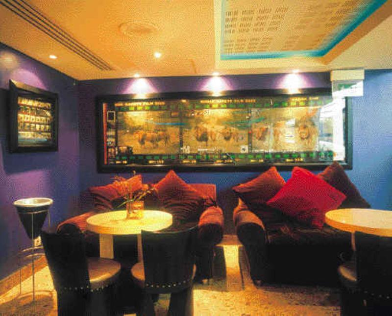 Restaurant Alcazar , Paris , France .