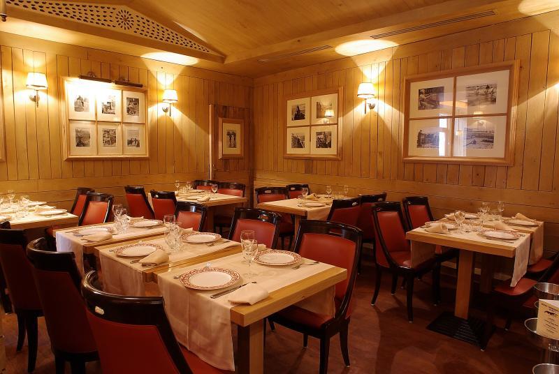 Le Bar a Huitres Ternes, Paris, Interior