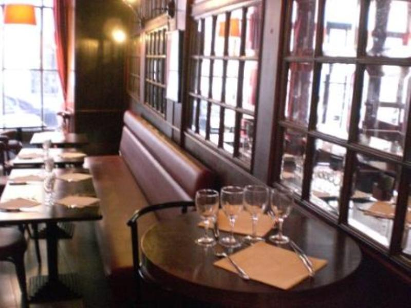 Le vin qui danse, Paris, France.