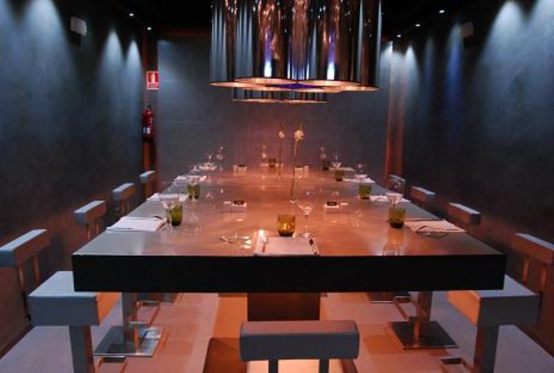 high table, o'live, madrid, spain