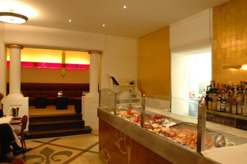 Die Theke von Austeria Brasserie. The bar of Austeria Brasserie.