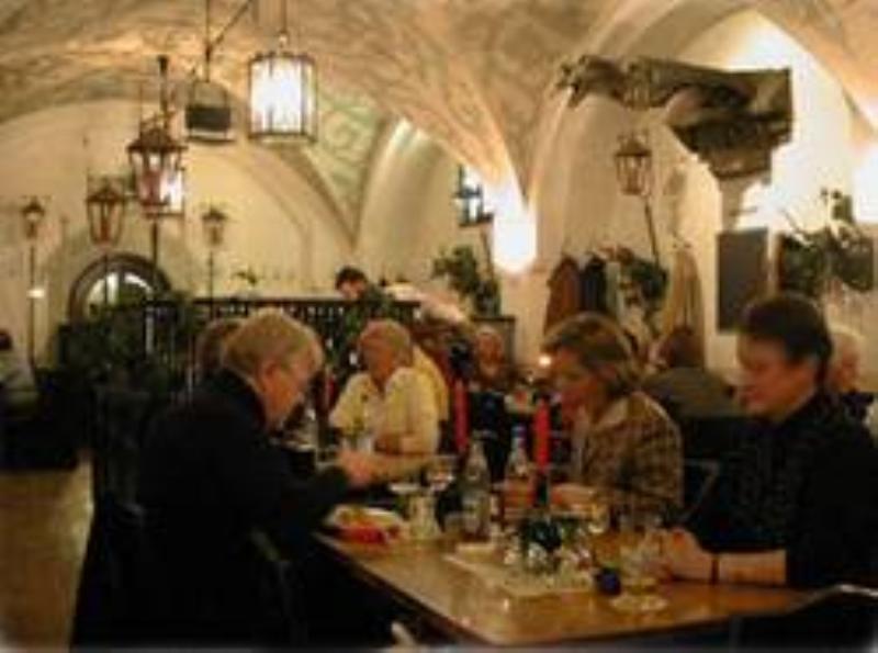 Fränkisch-Badische-Weinstube im Ratskeller, München
