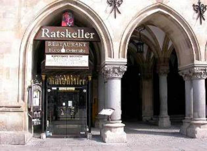 Outside, Fränkisch-Badische-Weinstube im Ratskeller, München