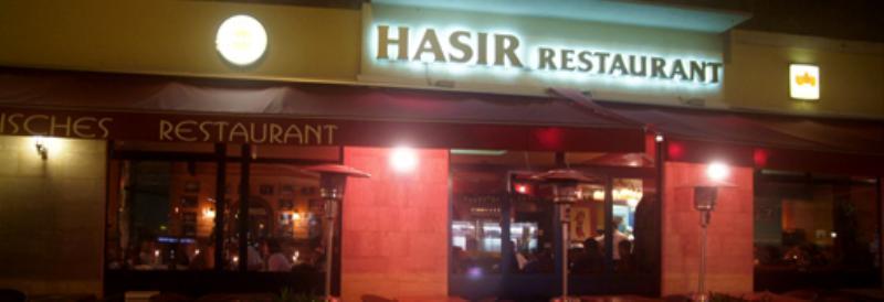Der Außenbereich von Hasir. The exterior of Hasir.
