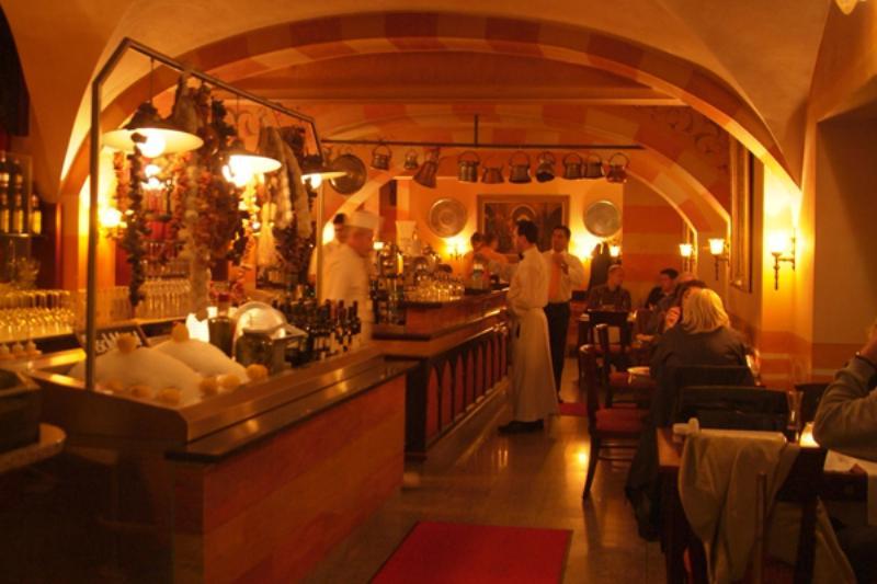 Die Theke im Hasir. The bar in Hasir.