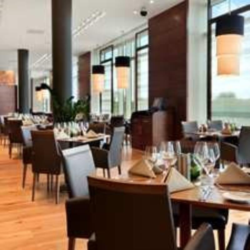 Larder Restaurant at Hilton Reading Hotel