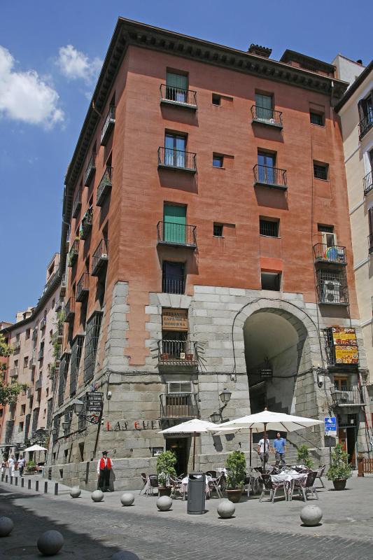 Exterior, Las Cuevas de Luis Candelas, Madrid, España