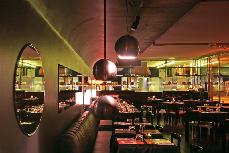 Interior, mesas, Sal Cafe, Passeig Marítim de la Barceloneta, Barcelona