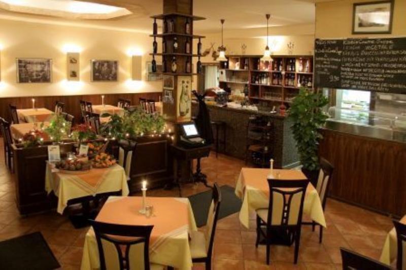 Interior view, Restaurant Cristallo, Berlin