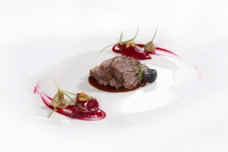 Diamond Label Beef mit roter Bete und Madagaskar Pfeffer, Restaurant Tim Raue, Berlin Kreuzberg, Rudi-Dutschke-Straße